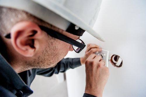 help your landlord with electrical safety